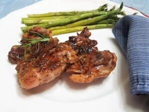 Serving chicken with asparagus